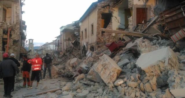 Terremoto Italia centrale: bilancio morti cresce ancora, nuove scosse nella notte