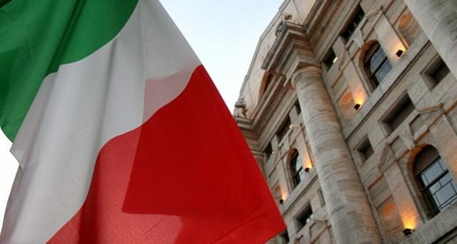 Gli investitori non residenti non hanno fiducia nell'Italia e scappano. L'Fmi consiglia al governo di ridurre la pressione fiscale tagliando la spesa pubblica.