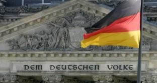 Il prossimo 12 settembre la Corte Costituzionale tedesca si esprimerà sul Salva-Stati e sull'acquisto da parte della Bce dei bond sovrani. Secondo The Economist, alla Germania (e ai partner europei) costerebbe molto meno salvare l'Eurozona piuttosto che smembrarla.