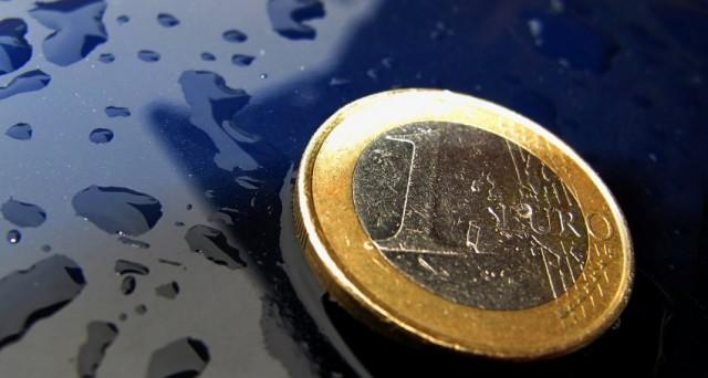 Secondo il presidente di Goldman Sachs Asset Management, l'Europa può salvarsi, ma occorre portare a compimento il progetto politico e svalutare la moneta unica.