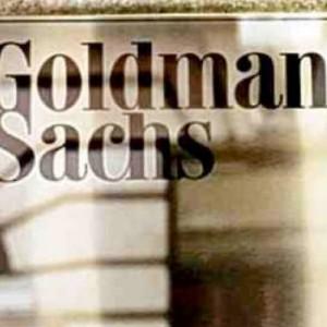 Fuga da BTp, Goldman Sachs vende quasi tutto dopo l'allarme BCE su crescita debole; in Grecia nuova stangata sulle pensioni