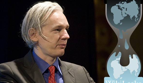 Michael Moore e Oliver Stone sul New York Times lanciano un appello al popolo svedese e al popolo britannico perché richiedano ai loro governi di sostenere Assange e la libertà di espressione, a vantaggio di tutto il mondo.