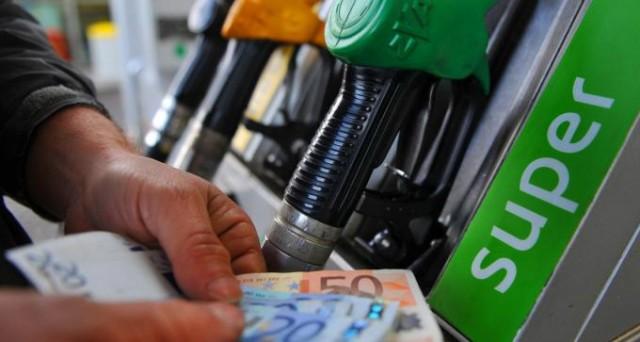 Il prezzo medio della benzina in modalità self si attesta a 1,555 euro al litro, mentre il diesel è pari a 1,402.  il Gpl passa da 0,631 a 0,630 euro