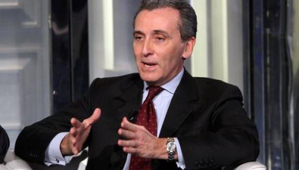 Grilli e Monti sostengono che l'Italia è in grado di uscire dalla crisi senza l'aiuto economico della Bce