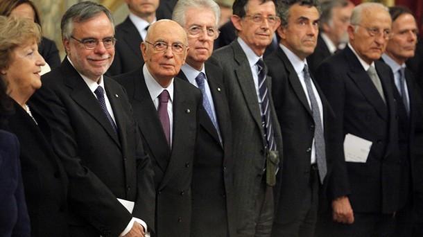 Il governo Monti non riuscirà a raggiungere il pareggio di bilancio nel 2013. La spremuta fiscale, il ritorno dell'Imu, i tagli ai servizi, l'aumento delle accise sui carburanti sono stati inutili.