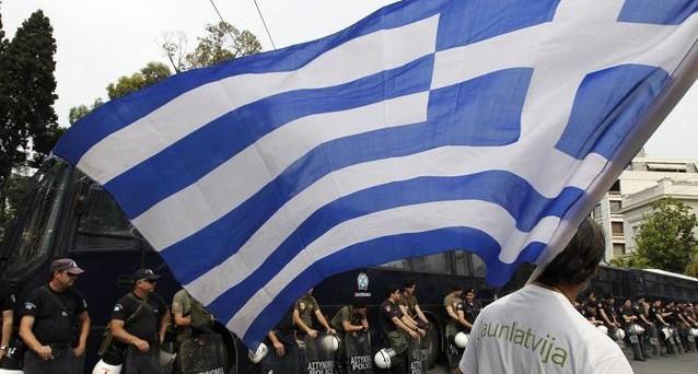 Atene riceverà nuovi aiuti entro fine mese in cambio di tagli per 13,5 miliardi di euro con la nuova riforma del lavoro. Soddisfazione dal premier italiano Monti