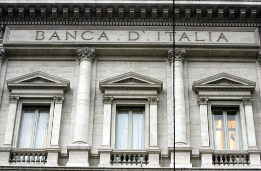 Secolare roccaforte di privilegi, la banca centrale italiana sarà presto svuotata dei suoi poteri di vigilanza dalla Bce. Ma lo Stato continua a buttare soldi per cose inutili