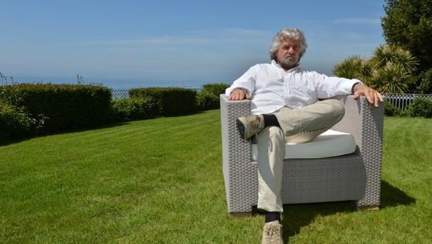 Il Washington Post parla di Grillo e del Movimento 5 Stelle come dell'incognita politica italiana che potrebbe porre fine all'esperimento dell'euro.
