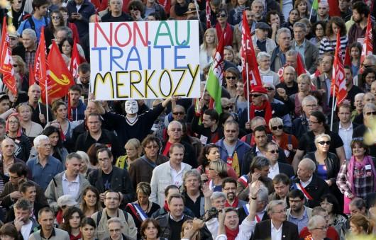 Da Le Monde alcune testimonianze della manifestazione contro il trattato fiscale che ha riempito le strade di Parigi