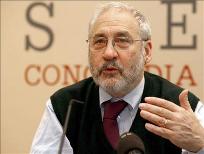Da Project Syndicate il Nobel Joseph Stiglitz formula una diagnosi alla quale dovrebbe far seguito la corretta terapia, e il problema di fondo è la domanda.