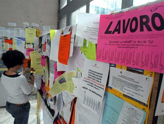 Il Pil dell'Italia dovrebbe calare di mezzo punto nel 2013 ma il vero dramma delle famiglie è la disoccupazione