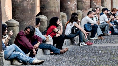 A novembre il tasso di disoccupazione giovanile segna i livelli record. Aumentano le donne occupate ma aumentano gli inattivi