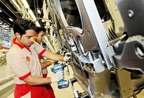 Nuova ricerca dell'Istat che registra una diminuzione dell'occupazione a settembre nelle grandi imprese. Forte il ricorso alla cassa integrazione ma le retribuzioni tendono a salire