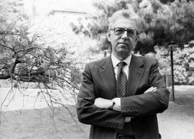 Monti fu uno stretto collaboratore di Cirino Pomicino nel triennio 89-92, e dunque corresponsabile dell'autentico disastro finanziario di quegli anni. Ecco l'aspetto poco noto e poco reclamizzato di colui che ora professa l'austerità ad ogni costo.