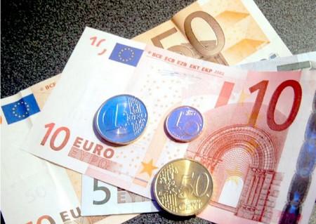 L'Istat certifica che ad ottobre in un anno le retribuzioni sono cresciute dell'1,5%, ma non per tutti. Nel settore pubblico come nelle telecomunicazioni gli stipendi non sono cresciuti. E intanto il potere d'acquisto si riduce sotto il peso dell'inflazione
