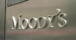Piazza Affari crolla: voci di corridoio parlano di un taglio del rating da parte di Moody's.