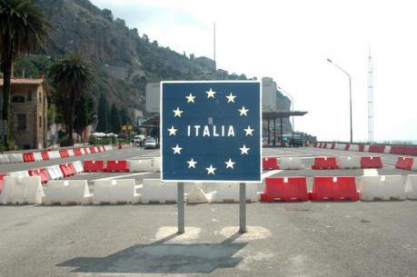 Import-Export, l'Italia fa registrare un attivo per 6,5 miliardi da gennaio a ottobre. Secondo alcuni analisti si tratterebbe di una svolta sostenuta dal calo del costo del lavoro. Ma è veramente così?