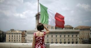 Gli indici PMI di ottobre confermano la contrazione economica del Vecchio Continente, mentre il settore servizi italiano tiene.