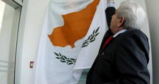 La rimodulazione del rating da parte di Standard & Poor's non fa altro che aumentare l'incertezza sul destino di Nicosia