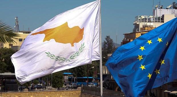 Le Borse festeggiano l'accordo. Evitato il prelievo forzoso sui conti correnti di Cipro ma i risparmiatori facoltosi saranno ancora più penalizzati e comunque tutti dovranno attendere lo sblocco dei prelievi