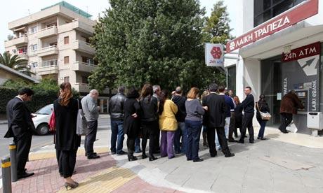 L'ultimatum della BCE a Cipro: o firmate l'accordo, o vi tagliamo i liquidi. Cooperazione europea all'opera.