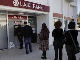 Nicosia chiude tutte le banche per evitare fuga di capitali in vista del prelievo forzato sui depositi. I mercati sono nel panico e si teme che ciò possa accadere anche nel nostro paese per via del debito pubblico elevato