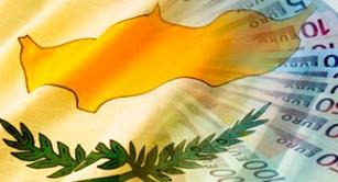 Dijsselbloem precisa e spiega cosa intende per modello Cipro mentre Francia e Spagna vanno sulle barricate. Attesa per la riapertura delle banche dell'isola prevista per domani