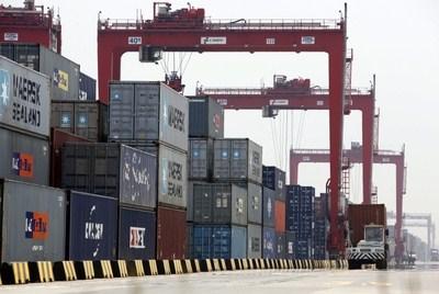 L'export tiene in alto la nostra economia ma i traffici con l'Europa in recessione si inceppano. A gennaio crescono anche le importazioni