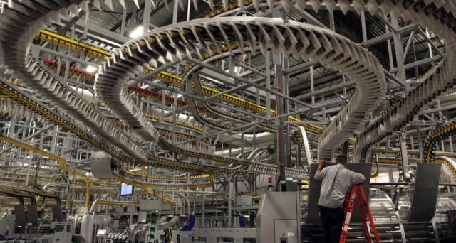 Crescita della produzione industriale in Italia, in accelerazione su base annua ai massimi da quasi 4 anni.