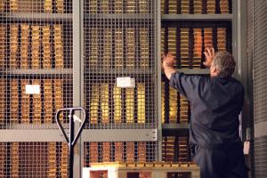 In Svizzera si terrà un referendum sul rimpatrio delle riserve auree, sull'introduzione del divieto di vendita dell'oro e sull'incremento del rapporto tra riserve in oro e riserve complessive