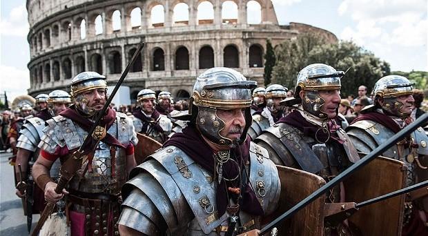 Secondo Il Telegraph  Letta, come Monti,  è un altro insider molto coinvolto nell'eurocrazia. La crisi dovrà approfondirsi ancora prima che riusciamo a trovare il leader di cui avremmo bisogno