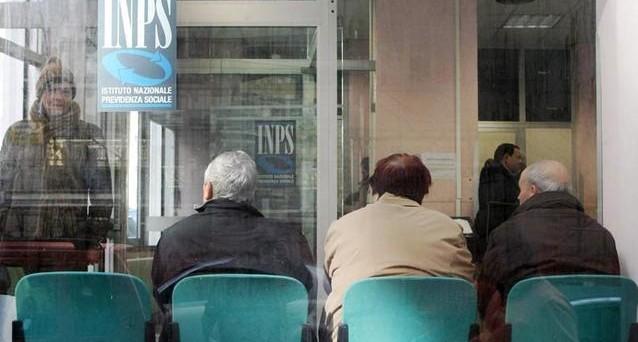 Sale la spesa pensionistica in Italia ma quasi la metà dei pensionati percepisce meno di 1000 euro al mese. Sullo sfondo resta l'allarme di Mastrapasqua sui conti della nuova SuperInps