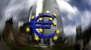 Gli analisti sono decisamente scettici sull'efficacia di un taglio dei tassi di riferimento. Dalla Bce potrebbero arrivare misure contro la fuga di capitali e per il sostegno della liquidità delle banche
