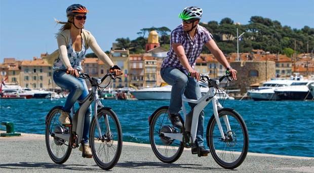 Dopo 48 anni, in Italia si registrano più acquisti di due ruote che di automobili. Complice la crisi e l'eccessiva pressione fiscale sui veicoli a motore, gli italiani riscoprono il piacere di pedalare.  In arrivo una tassa anche qui?