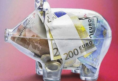 Soldi nel conto corrente: quanto pagano gli italiani all'anno? Una media dei costi e il saldo a fine anno.