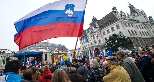 La Slovenia vara un piano per evitare il salvataggio europeo: prevista la privatizzazione di molte aziende attualmente pubbliche, probabile l'introduzione di altre tasse sui salari