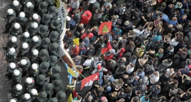 Migliaia di manifestanti nelle città europee gridano ai governi: le vostre politiche sono fallite, pretendiamo un cambiamento!