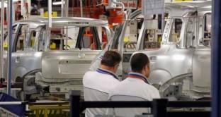 L'Italia in piena crisi economica riduce gli acquisti e così ad aprile la bilancia commerciale è in netto attivo