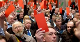 La carta di identità di Alternative fur Deutschland, il partito anti-Euro tedesco che chiede un referendum sulla moneta unica e rischia di far perdere un bel pò di voti alla Merkel