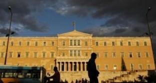 Incontro tra banche elleniche e fondi esteri per la cessione delle sofferenze a prezzi di saldo. Il governo preme per una soluzione di questo tipo ma l'opinione pubblica greca è ferocemente contraria