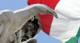 Nuovo record per il debito pubblico italiano a  febbraio, che sale meno del fabbisogno mensile, perché il Tesoro ha iniziato già a impiegare le scorte di liquidità accumulate.