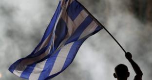 Nonostante i 240 miliardi di euro in aiuti già stanziati, Atene non esce dalla crisi. Necessari nuovi prestiti per Schaeuble, che scuote così la campagna elettorale tedesca