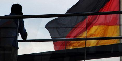 Ancora buone notizie per la cancelliera Merkel, che si presenta alle urne con un'economia in perfetto stato di salute. Pil cresce nel secondo trimestre. Bene anche manifatturiero e servizi