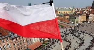 Varsavia nazionalizza parte dei fondi pensione, facendo trasferire allo stato le obbligazioni coperte da garanzia pubblica. Obiettivo: ridurre il debito pubblico dell'8%.