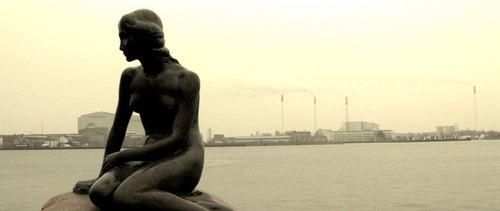 Copenaghen, alle prese con un pesante indebitamento privato, potrebbe trovare conveniente aderire all'Unione bancaria, anche se resta il nodo della vigilanza, essendo il paese fuori dall'Area Euro