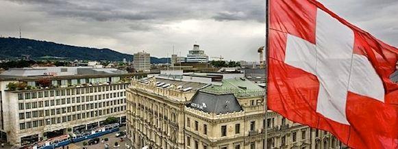La SNB ha registrato una maxi-perdita da 50,1 miliardi di franchi nel primo semestre, a causa del rafforzamento della valuta. I cantoni e il governo federali rischiano di non attingere ad alcun dividendo per quest'anno.