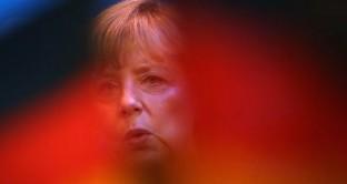 Al vertice Ue va di scena il solito festival delle divisioni europee. L'unico risultato pratico è un accordo sulla vigilanza bancaria accentrata. Clamorosa gaffe sulla Grecia