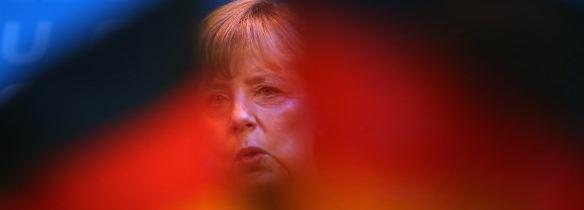 La Cancelliera attacca la Commissione, che aveva chiesto alla Germania di stimolare la domanda interna per ridurre gli eccessivi avanzi delle sue partite correnti e ribatte: debito tedesco all'80%, la nostra politica tende a rientrare al 60% del pil in dieci anni