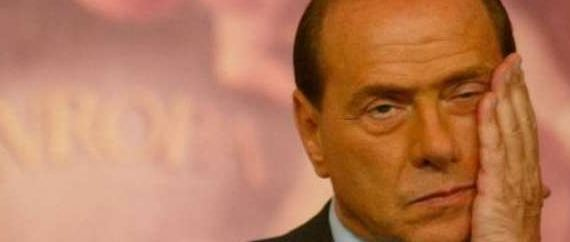 I guai per l'ex premier sarebbero iniziati nell'autunno di due anni fa, quando aveva minacciato in colloqui privati con Merkel e Sarkozy di portare l'Italia fuori dall'euro. Conferme arrivano dalla stessa Germania e dall'ex banchiere centrale Lorenzo Bini Smaghi