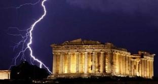 La deflazione in Grecia ha raggiunto il 2% a ottobre. Ad Atene i prezzi sono in calo dallo scorso mese di marzo. Si tratta di un fenomeno temporaneo si rischia un effetto domino per l'Eurozona? Intanto spaventano le ripercussioni sul debito pubblico